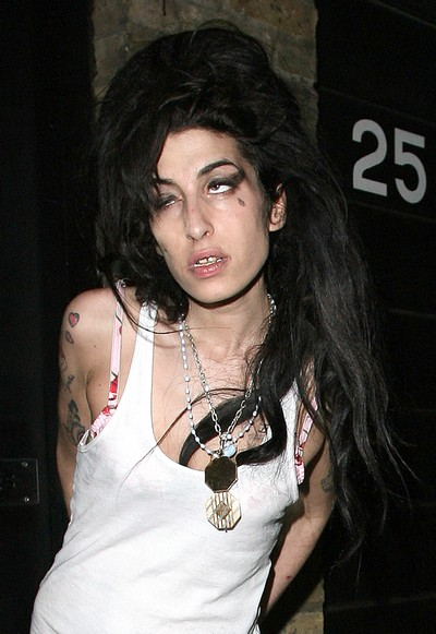 http://happyvalleynews.files.wordpress.com/2008/12/amy_winehouse0423081_nc.jpg
